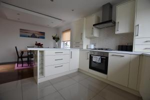 A kitchen or kitchenette at West End Luxury home