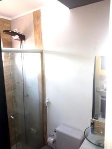 A bathroom at Edificio de acomodacoes Simples - Varjao