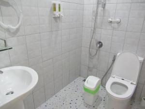 A bathroom at Villa Oranje Pattaya