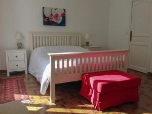 A bed or beds in a room at B&B at Petit Champagne