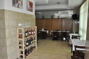 A restaurant or other place to eat at Mekelle Hotel