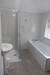 A bathroom at Brookdale Lodge