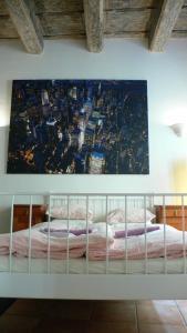 Een bed of bedden in een kamer bij Mala Strana apartment 1