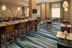 A restaurant or other place to eat at SpringHill Suites Seattle Downtown