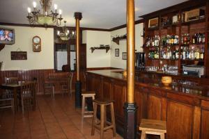 El salón o zona de bar de La Casona De Entralgo