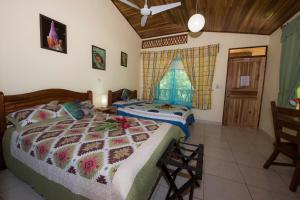 A bed or beds in a room at Hotel Sunshine Caribe