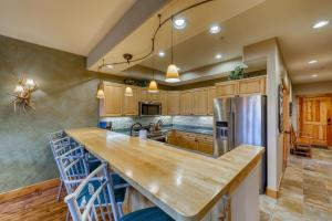 A kitchen or kitchenette at Corral at Breckenridge