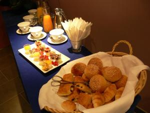 Breakfast options available to guests at Amarante Cannes