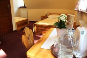 A bed or beds in a room at Zajazd Górski Kuźnice