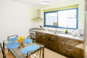 A kitchen or kitchenette at Sunny Golf Villas