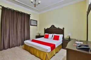 A bed or beds in a room at OYO 287 Al Hamlol Hotel