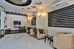 A seating area at OYO 287 Al Hamlol Hotel