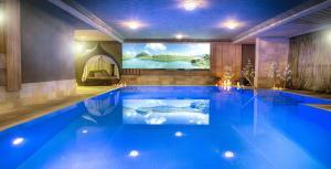 Der Swimmingpool an oder in der Nähe von Alpin Juwel
