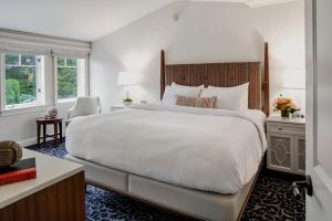 A bed or beds in a room at Wentworth by the Sea, A Marriott Hotel & Spa