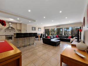 The lobby or reception area at ELSINOR Townhouse 6 Mulwala