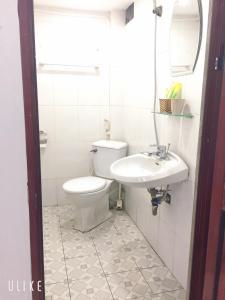 A bathroom at Thức at 3am