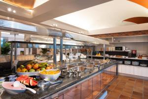 Een restaurant of ander eetgelegenheid bij Bungalows Cordial Biarritz