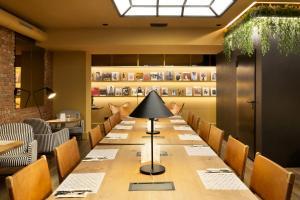Un restaurante o sitio para comer en Petit Palace Chueca