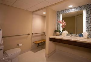 A bathroom at Lido Beach Resort - Sarasota