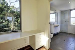 A bathroom at YALLUMBEE