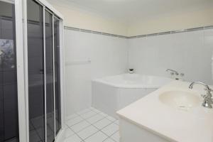 A bathroom at SUNDOWNER