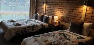 A bed or beds in a room at Sandpipers @ Millicent