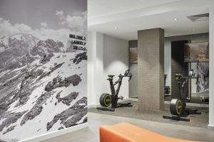 The fitness center and/or fitness facilities at Pullman Adelaide