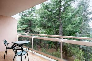 A balcony or terrace at Courtyard by Marriott Rome Central Park