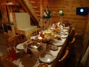 Restauracja lub miejsce do jedzenia w obiekcie Dereniowe Wzgórze