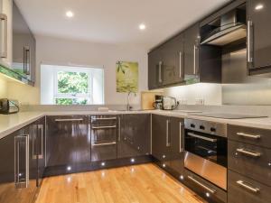 A kitchen or kitchenette at Lantern House, Alston
