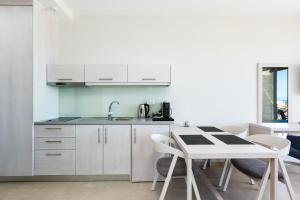 Majoituspaikan Sun and Sea Plus Resort keittiö tai keittotila
