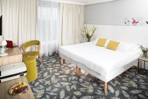 A bed or beds in a room at ibis Styles Bialystok