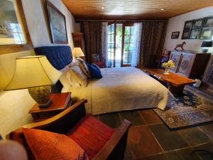 A bed or beds in a room at Hawley House