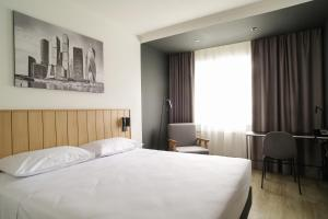 A bed or beds in a room at Park Inn by Radisson Sheremetyevo Airport Moscow