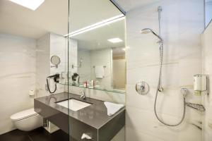A bathroom at Austria Trend Hotel Congress Innsbruck