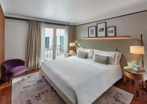 A bed or beds in a room at Mandarin Oriental, Milan