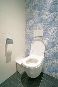 A bathroom at Sparks Hostel