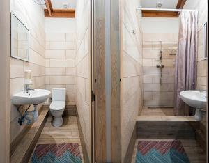 A bathroom at Eco Hostel DROVA