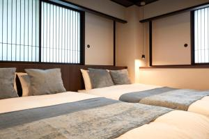 A bed or beds in a room at Residential Hotel HARE Kuromon