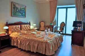 A bed or beds in a room at Irys