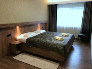 A bed or beds in a room at Hotell Wesenbergh