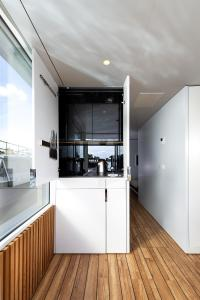 A kitchen or kitchenette at Spreeapartment MARA