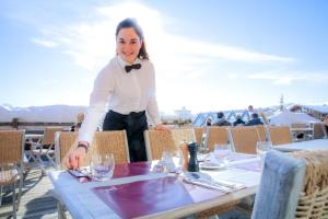 A restaurant or other place to eat at Hotel Au Chamois d'Or