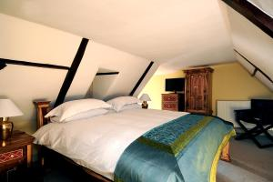 A bed or beds in a room at The William Cecil