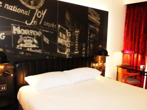 A bed or beds in a room at ibis Styles London Southwark - near Borough Market