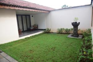A garden outside Radisson Blu Resort & Spa Alibaug
