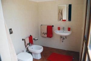 A bathroom at B&B Eolo