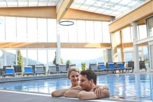 The swimming pool at or close to Schlosshotel Lacknerhof