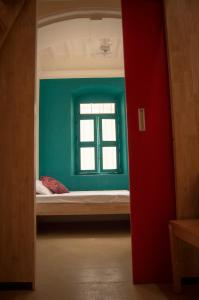 A bed or beds in a room at Roambay