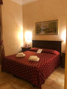Een bed of bedden in een kamer bij Bye Rome Guesthouse